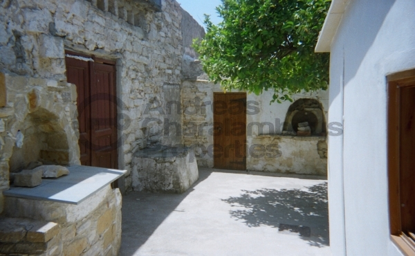 3 BEDROOM HISTORICAL HOUSE FROM 18TH CENTURY IN CHOIROKOITIA
